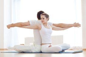 couple-doing-yoga
